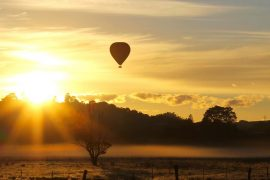 byron bay ballooning hot air balloon ride scenic flight sunrise backpacker tour