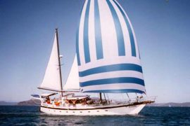 habibi whitsundays sailing adventure tour airlie beach backpacker australia whitehaven hill inlet overnight
