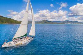 spank me whitsundays sailing adventure airlie beach australia whitehaven beach backpacker racing yacht